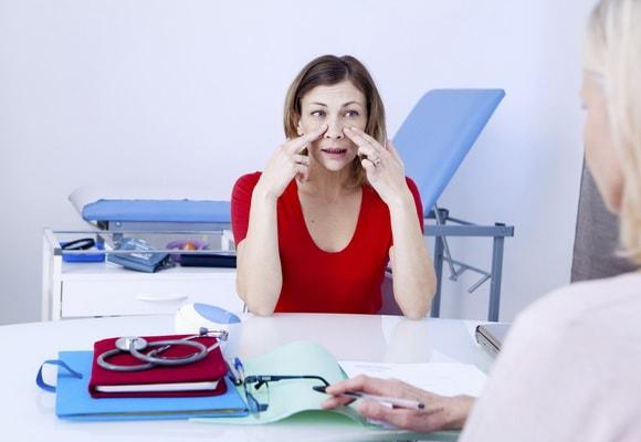 Девушка на приему у врача