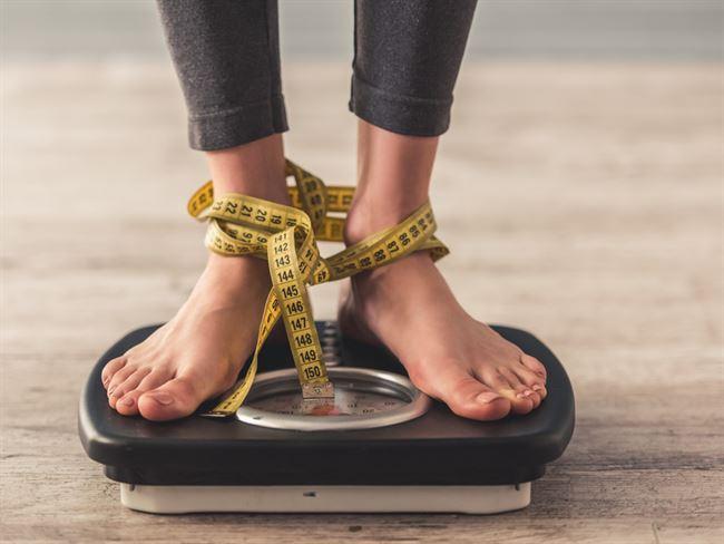 Признаки анорексии – одержимость калориями и снижение веса