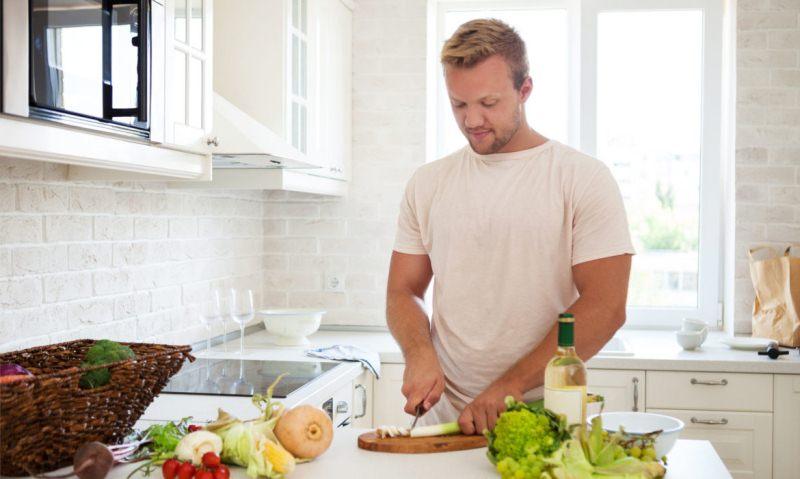 Во время приготовления обеда не забудьте о луке, ведь он так полезен для мужского здоровья