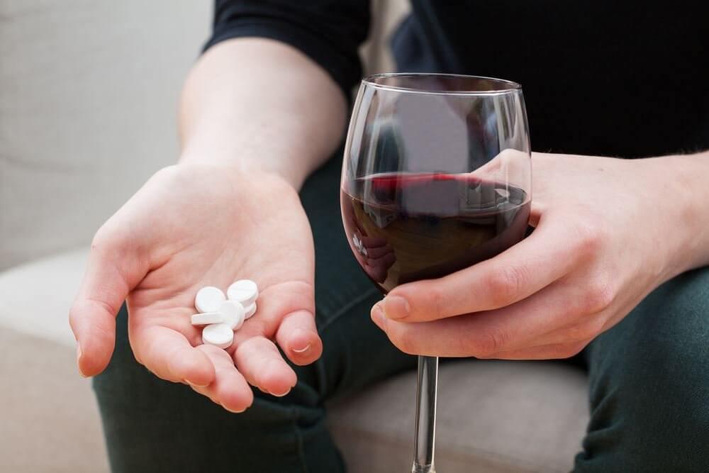 Взаимодействие с лекарствами и алкоголем препарата Кандид