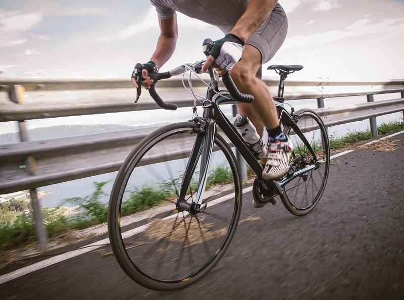 Если не злоупотреблять физическими нагрузками, то езда на велосипеде поможет предотвратить образование воспаления в простате на фоне застоя жидкости.