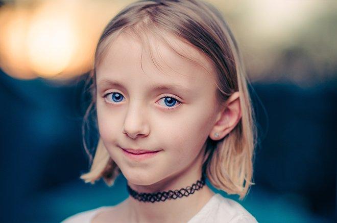 Девочка с белыми волосами лет 10
