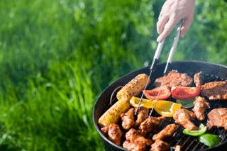 Жарка мяса на пикнике