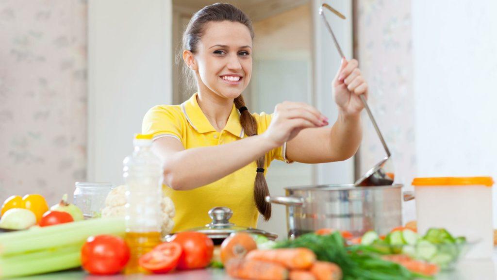 Избавиться от болевых ощущений в желудке поможет сбалансированная диета