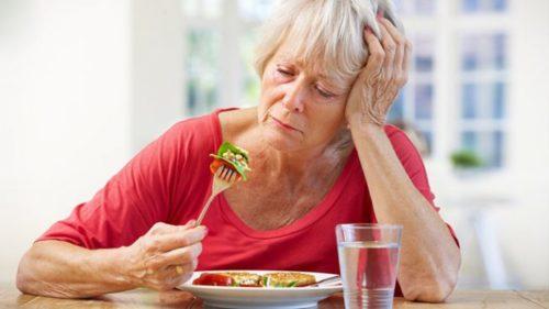 Причина поноса у пожилых людей – жирная пища