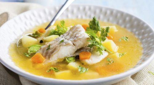 Овощной суп с кусочком рыбы