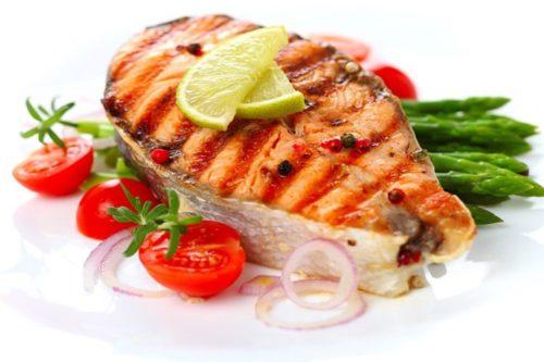 FODMAP диета: рыба на гриле с помидорами