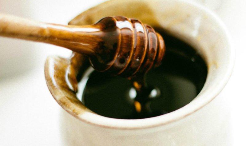 Мед смягчит горечь мумие и придаст сладкий привкус