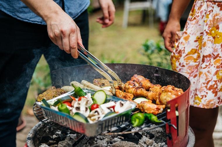 Приготовление мяса и овощей на гриле