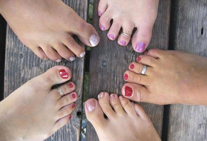 Угроза грибка ногтей для окружающих