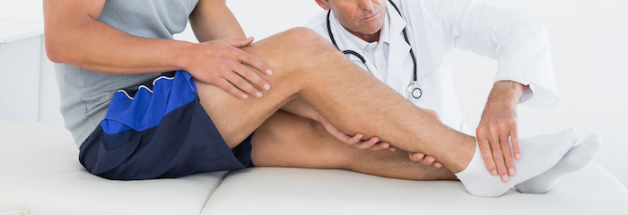 врач с отеком ног