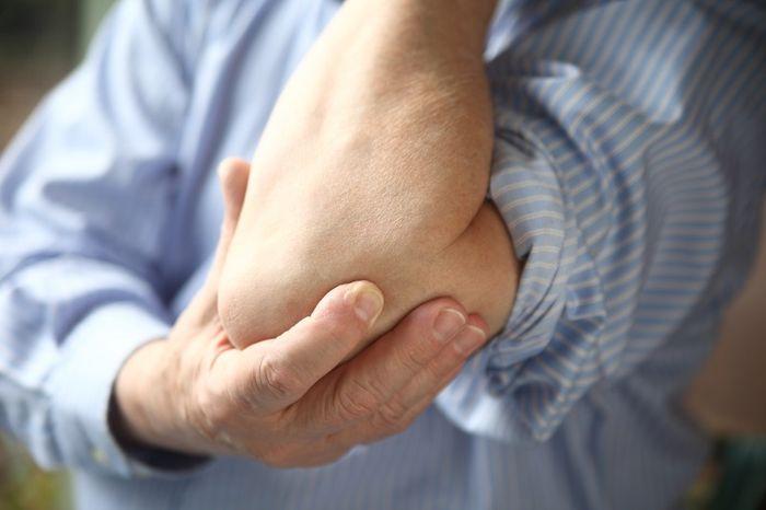 Боль в локтевом суставе левой руки