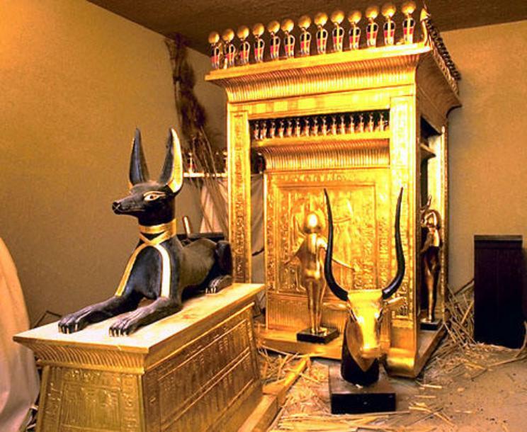 Драгоценности и золотые изделия обнаруженные в гробнице Тутанхамона