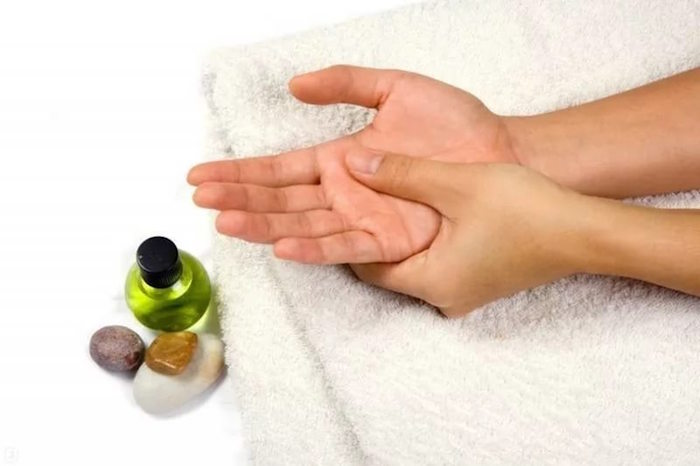массаж опухших рук