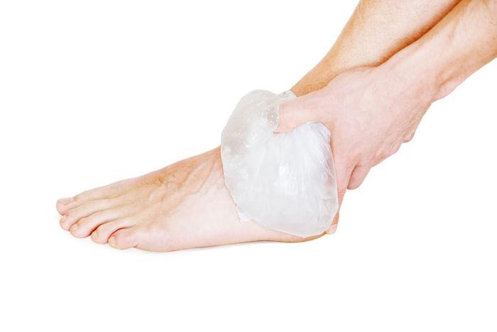 холодный компресс на голеностоп
