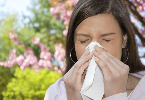 Ринит аллергического характера у девушки