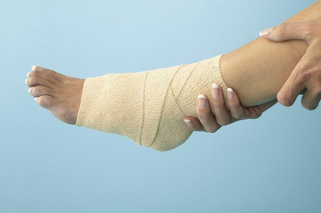 Отек голеностопного сустава причины лечение