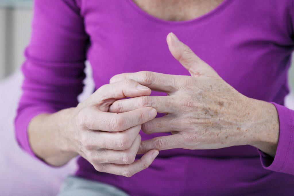 Болят суставы на пальцах рук чем лечить