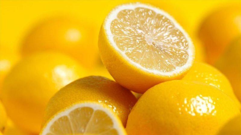 Лимон обладает большим количеством аскорбиновой кислоты, что очень полезно для организма