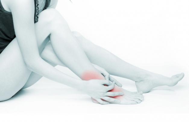 отекают ступни ног и щиколотки