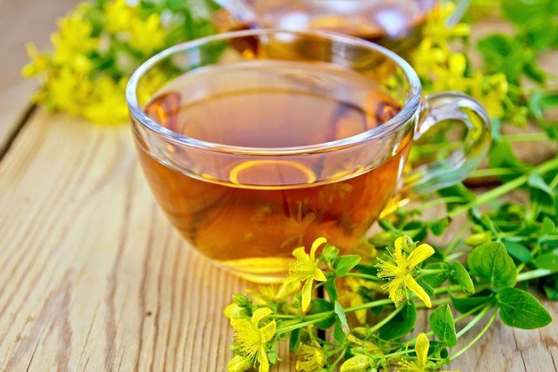 Для аромата и вкуса к чаю можно добавить мяту, мед, душицу , ромашку