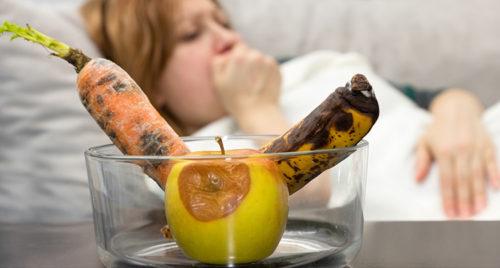 Некачественные продукты могут вызывать кишечные расстройства