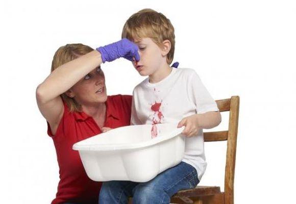 У мальчика кровь из носа