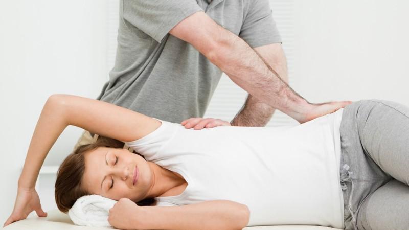 Мануальная терапия при лечении остеохондроза пояснично-крестцового отдела