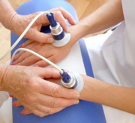 Физиотерапия при лечении болей кисти рук