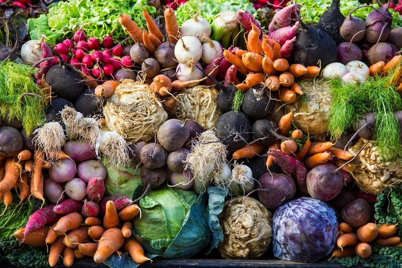 Пациентам с раком предстательной железы можно не только употреблять овощи в пищу, но и готовить на их основе народные средства.