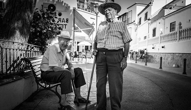 Старики на улице