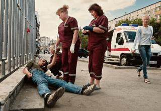 Помощь врачей пьяному