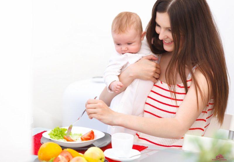 Хоть при грудном вскармливании и есть ограничения в еде, но большинство фруктов и овощей допустимы