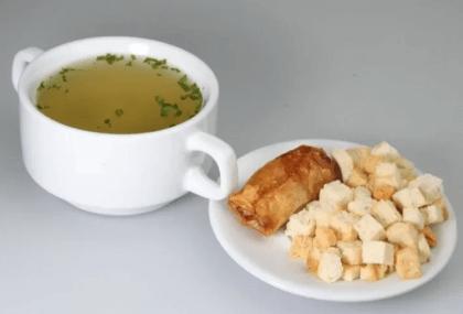 Куриный бульон с сухариками
