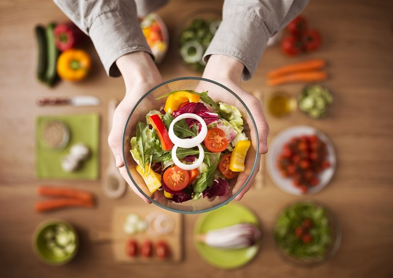 Пациентам рекомендуется кушать только низкокалорийную пищу.