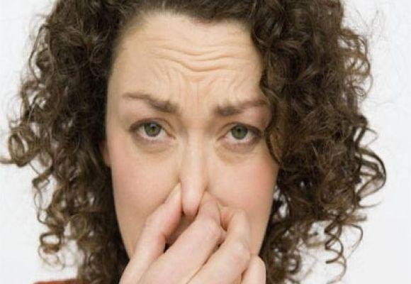 Насморк с запахом у женщины
