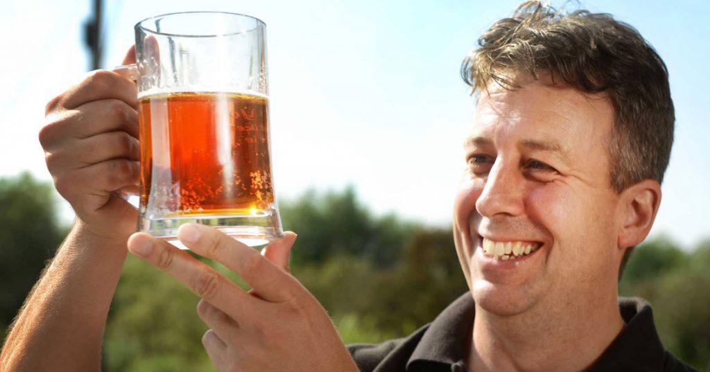 Любителям пива грозит артрит